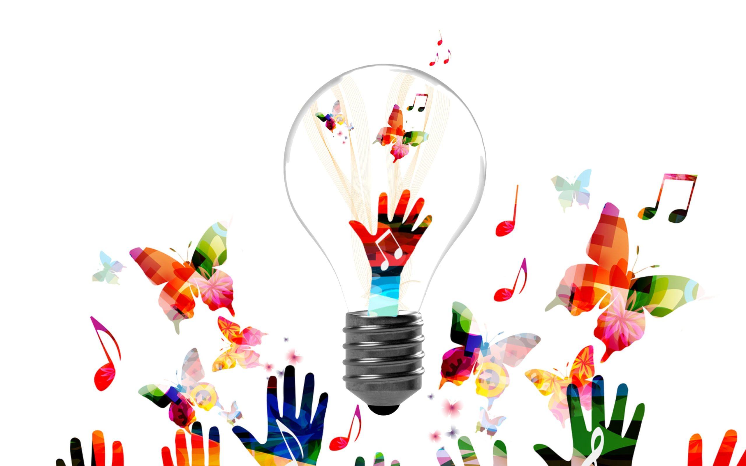 Fargerikt Bilde Av Sommerfugler, Hender Og En Lyspære Som Symboliserer Kreativitet Og Ideer